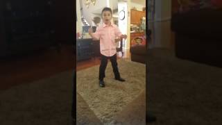 7 yr old doing the Michael Jackson Billy Jean moves