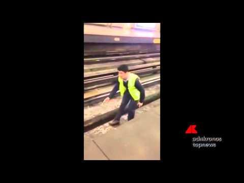 una ragazza salva un cane caduto sui binari!