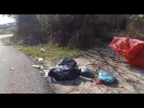 Tortoreto, risputano rifiuti abbandonati in via Muracche VIDEO