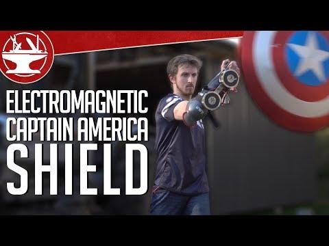 這名男子為了要證明美國隊長的盾牌可以自動套在手上,他設計一個超帥的裝置…然後很酷的事就發生了!