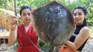 Video Yummy cooking stingray fish recipe - Cooking sea food MP3, 3GP, MP4, WEBM, AVI, FLV Maret 2019