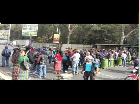Bloqueos afectan en horas de mayor movimiento vial