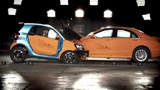 Play smart fortwo vs. S-Class - crash test  video