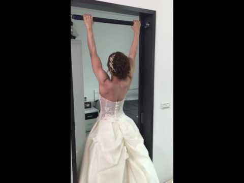 這女生健身3年立志成為「地表最狂新娘」,當她穿婚紗準備做出引體向上時…大家都跪著看了!