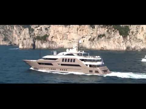 這艘史上「最狂的遊艇」乍看之下超普通,當鏡頭一拍到下面的設計連富豪都傻眼了!