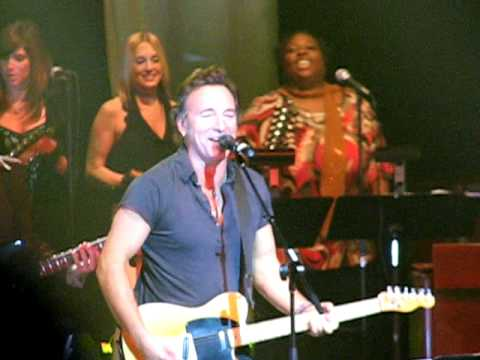 BRUCE SPRINGSTEEN Santa Claus Is Coming To Town COUNT BASIE THEATRE Red Bank NJ Dec 22 2008