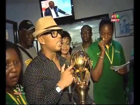 Vidéo : El Hadji Diouf accueille les lionnes de basket à l'Aéroport Léopold Sédar Senghor Regardez
