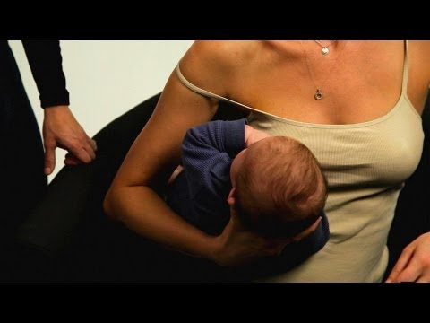How to Football Hold a Baby | Breastfeeding