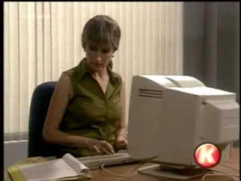 Una bionda torna a lavoro dopo 30 anni