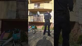 Policja pastwi się nad ojcem spacerującym z dziećmi…Policja pastwi się nad ojcem spacerującym z dziećmi…
