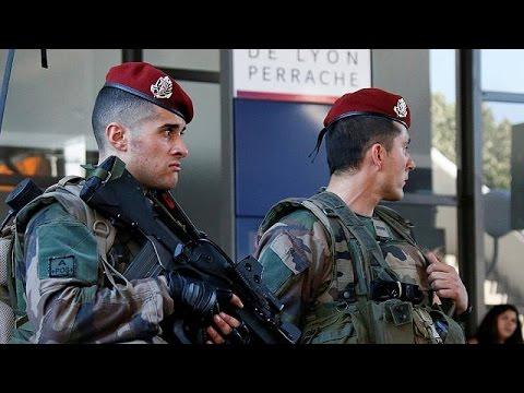 Γαλλία: Τη σύσταση σώματος Εθνοφυλακής προωθεί ο Φρανσουά Ολάντ