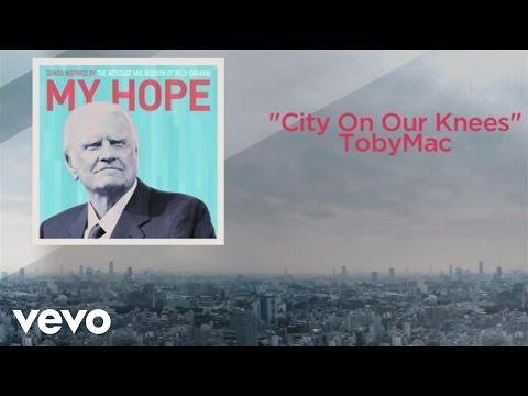 Tekst piosenki Tobymac - City On Our Knees po polsku