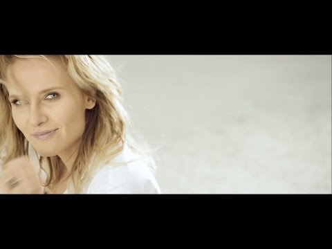 Tekst piosenki Patrycja Markowska - Piąte: Nie odchodź po polsku