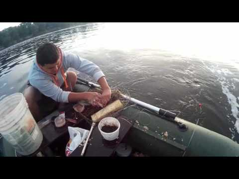 видео о рыбалке с лодки на леща видео