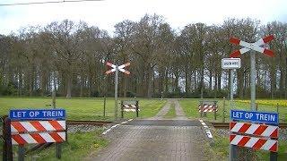 Locatie: 52.497091, 6.295151Traject: Zwolle - Coevorden/EmmenSoort: OnbewaaktAndreaskruisen: 2Passeren:- GTW-E als SN Zwolle → EmmenVideo is gemaakt op 15-04-17