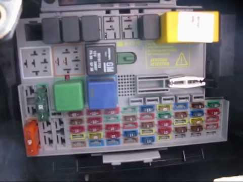 how to open astra h fuse box