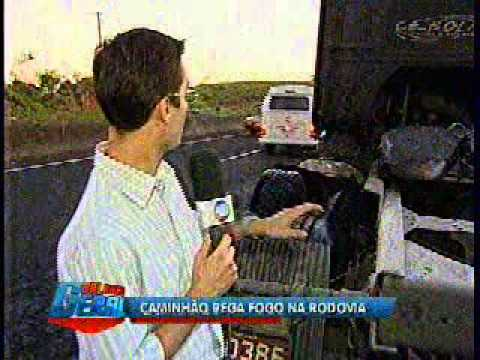 Caminhão pega fogo na SP-294 em Marília