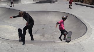 Today the super talented Justin (Instagram: @jdmanaskate) teaches Aaron how to do a no-comply noseslide in the mini bowl! It's awesome to learn new tricks again and to learn from the best! For more Live Skate Supports style episodes click here: https://www.youtube.com/watch?v=MhisY8Iq4Rg&list=PLjpsoptsN4KB4Mi7C3BvrS5sTPpufg29HSkate with us at the Braille House July 29th!  Tickets herehttps://www.brailleskateboarding.com/shop/http://www.brailleskateboarding.com/how-to-skateboard/YOU CAN LEARN TO SKATEBOARD! CLICK ABOVE TO GET THE MOST DETAILED HOW TO SKATEBOARD LESSON PLAN EVER MADE!  SKATEBOARDING MADE SIMPLE!GET SKATEBOARDING MADE SIMPLE ON iBOOKS! https://itunes.apple.com/us/artist/aaron-kyro/id733499725?mt=11GET SKATEBOARDING MADE SIMPLE ON GOOGLE PLAY https://play.google.com/store/books/details/Aaron_Kyro_Skateboarding_Made_Simple_Vol_1?id=8BEbBQAAQBAJSkateboarding Made Simple on Amazon: https://www.amazon.com/Skateboarding-Made-Simple-Braille-Aaron/dp/B01LYPOIVP/ref=sr_1_1?ie=UTF8&qid=1482278130&sr=8-1&keywords=skateboarding+made+simpleFOLLOW ON SOCIAL MEDIAINSTAGRAM https://instagram.com/brailleskate/FACEBOOK: http://www.facebook.com/BrailleSkateboardingGOOGLE +: https://plus.google.com/107594784940938640430TWITTER: http://twitter.com/#!/BrailleSkateFor general inquiries email contact@brailleskateboarding.comFor business, brand or media inquiries please email jen@brailleskateboarding.comCHECK OUT OUR WEBSITE FOR ALL THE LATEST BRAILLE NEWS AND UPDATES!!! http://www.brailleskateboarding.comTHUMBS UP FOR MORE VIDEOS!PLAYLISTS LINKS FOR MOBILE USERSlearn to skate: http://www.youtube.com/playlist?list=PL34F060CE1BA3E968SKATE SUPPORThttp://www.youtube.com/playlist?list=PL2E1C0A94C6B6CEBB&feature=view_allCLIPPEDhttp://www.youtube.com/playlist?list=PLjpsoptsN4KCS-4mngnS8xM4ZXwpn60NQ&feature=view_allslow motionhttp://www.youtube.com/playlist?list=PLC8009736C487A442&feature=viewalltop videoshttp://www.youtube.com/playlist?list=PL1EDB4CAEBAD05D02Clip of the weekhttp://w