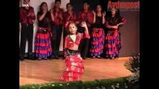 Didim'li Roman Kızın Dans şovu
