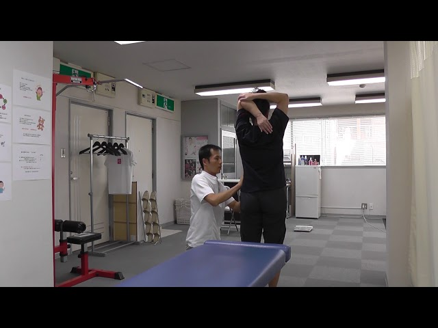 【施術動画】肩関節周囲炎 痛みのもどりには 立位で施術する