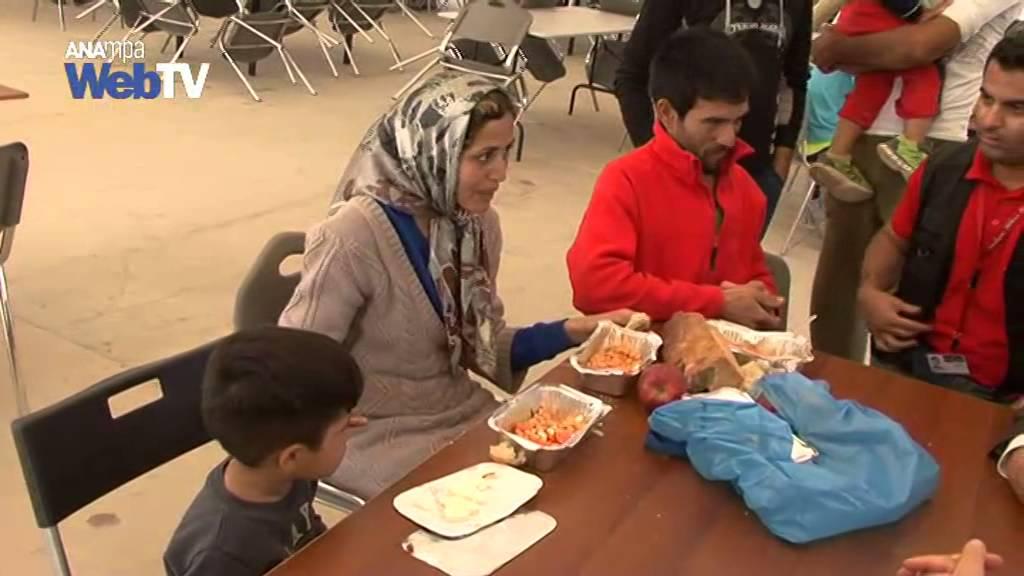 Επίσκεψη του Ολλανδού ΥΠΕΞ Μπέρτ Κέντερς στο Κέντρο φιλοξενίας προσφύγων Ελαιώνα