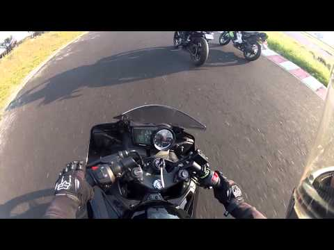 Pulsar 200ns vs Yamaha R15 HD