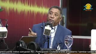 Dr. José Miguel Gómez Psiquiatra con el libro