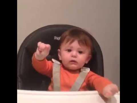 YouTube: este bebé te enseña cómo celebrar un 'touchdown'