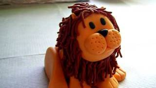 Fondant lion animal for jungle birthday cake