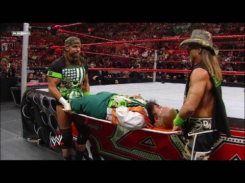 Hornswoggle looks to join DX (видео)