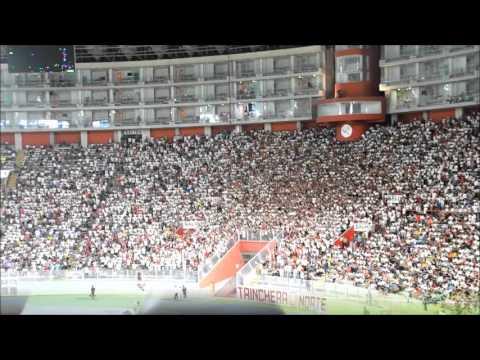 Barra de Universitario alentando: Universitario vs CU - Trinchera Norte - Universitario de Deportes