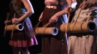 paroles : V. Savin (langue komi) musique : J. Roussille - L.Ruocco arrangements : M. Fernandez - V. Gardou Album : PANGEA Label : MONSLIP Distribué par ...