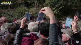 Poliziotti caricano contro protesta pacifica NOTAV di eurodeputati e anziani