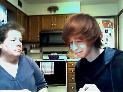 Joven confiesa que es gay a su madre, ella le responde de esta forma