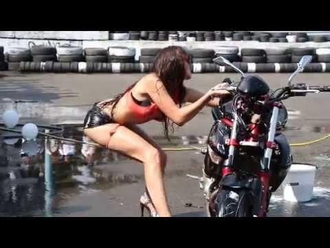FAIL: HOT CHICK WASHING A MOTORCYCLE... WAIIIIIT FOR IT!