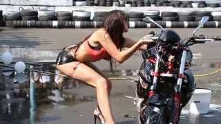 Này thì moto và người đẹp :))