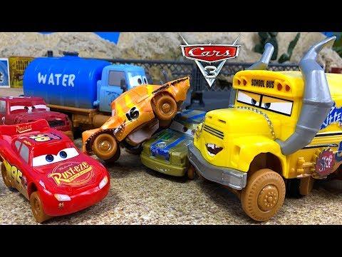 CRASH & SMASH CRAZY 8 LOCOCHONES THUNDER HOLLOW Y CARS 3 RAYO MCQUEEN