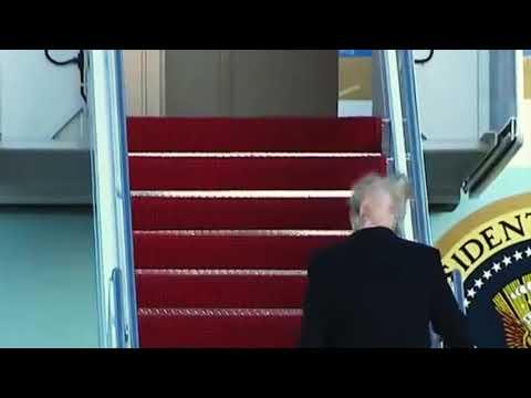 """The Real Donald Trump – Tukka """"putkella"""" koneeseen"""