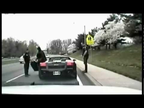 Los Policias Detienen Una Lamborghini...pero Cuando Vean Quien La Conduce No Lo Creeran !