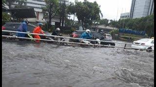 Video Banjir Kepung Jakarta Senin Sore, Rasuna Said Paling Parah MP3, 3GP, MP4, WEBM, AVI, FLV Desember 2017