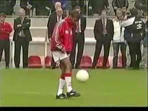 Ryan Babel en su prueba para ingresar al Ajax