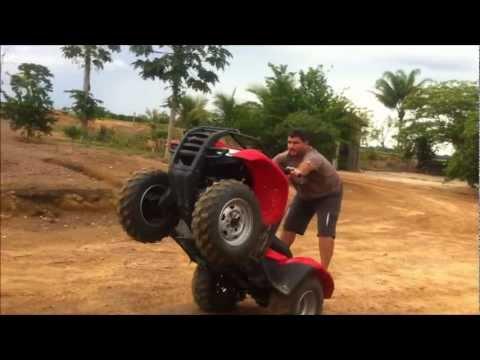 quadriciclo - Esse video vai para quem curti um pouquinho de adrenalina no quadriciclo!!! Ae galera tem esses novos vídeos tbm!!! http://www.youtube.com/watch?v=_IUhcUMUEf...