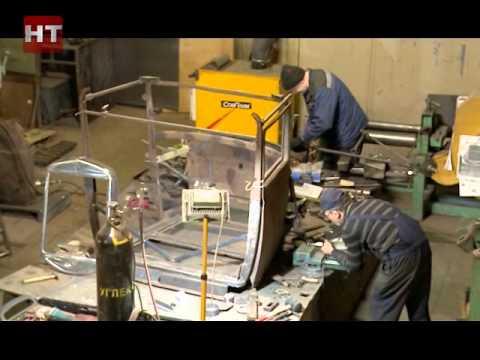 Специалисты ремонтного завода в поселке Панковка завершают реставрацию грузовика времен Великой Отечественной войны