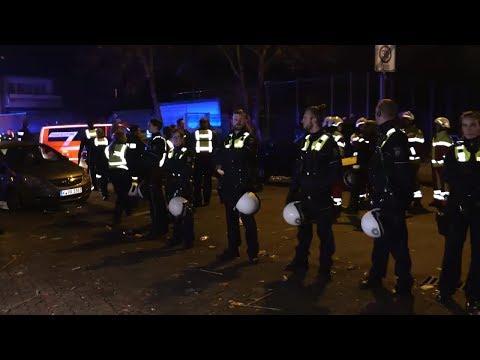 Köln: Massenschlägerei - Polizei-Hundertschaft schr ...