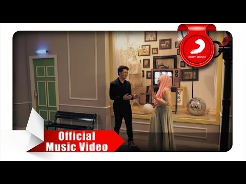 Video Fatin feat. TheOvertunes - Kaulah Kamuku (Official Music Video) download in MP3, 3GP, MP4, WEBM, AVI, FLV February 2017