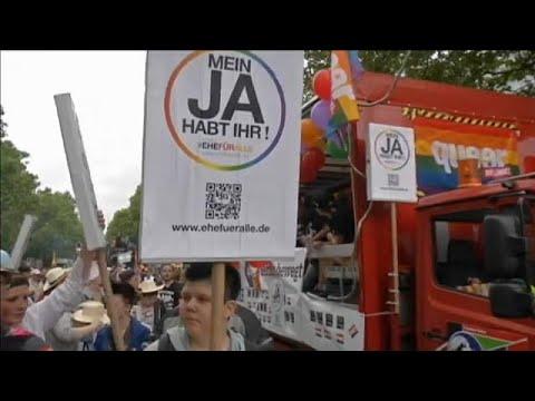 Γερμανία: Η βουλή ψηφίζει για τους γκέι γάμους