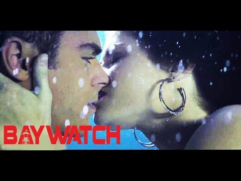 Video Baywatch - Drawing and Kissing Scene - Zac Efron and Alexandra Daddario download in MP3, 3GP, MP4, WEBM, AVI, FLV January 2017