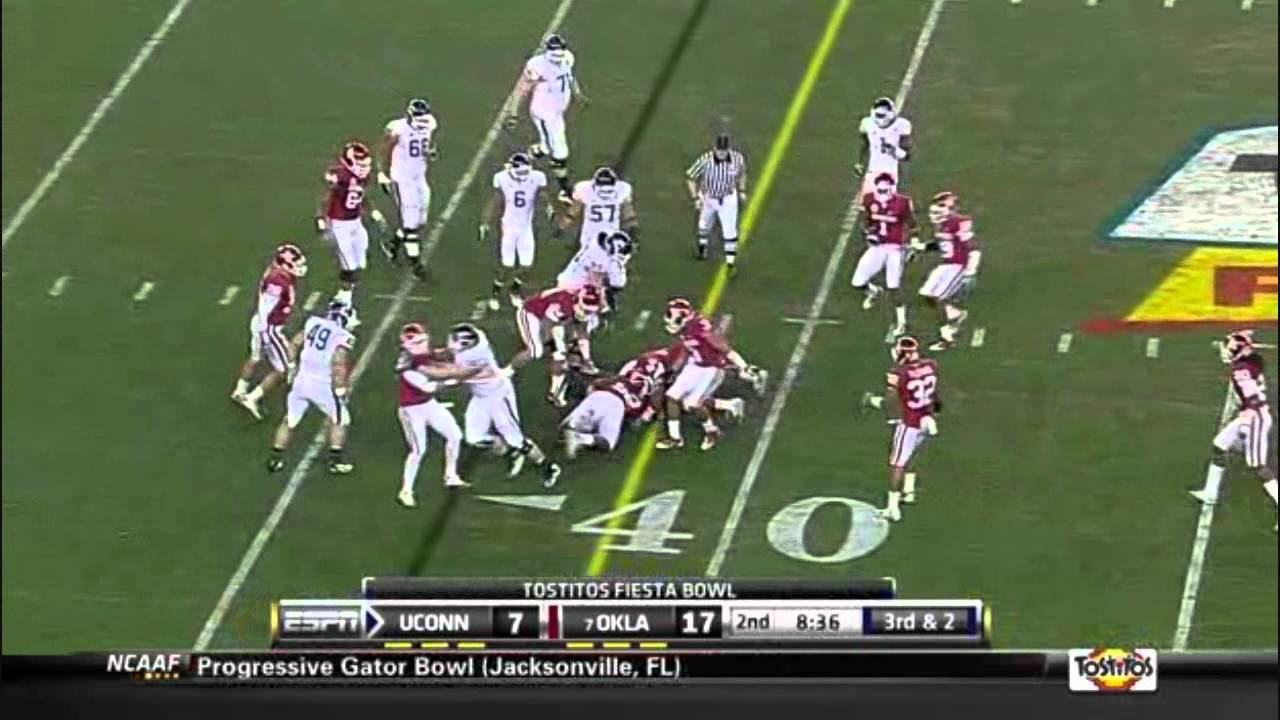 Travis Lewis vs Uconn