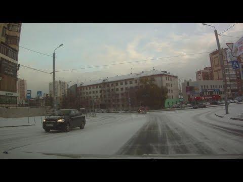Женщина первый раз села за руль после снегопада и доехала только до ближайшего поворота...