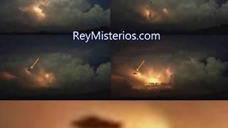 Avistamiento en Venezuela gracias a la caída de un rayo que lo ilumina , un residentes han conseguido detectar y fotografiar este objeto volador. http://www.reymisterios.com/videos/venezuela/Ovni-entre-las-tormenta-electrica-l1521.html
